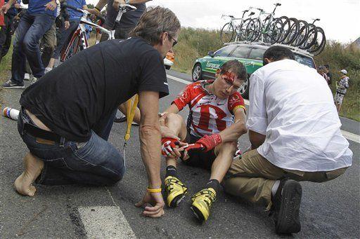 Cavendish gana accidentada quinta etapa del Tour de Francia