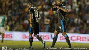 Argentino Villa anota dos y Querétaro vence a León
