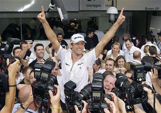Después de nueve años en F1, Button logra el campeonato