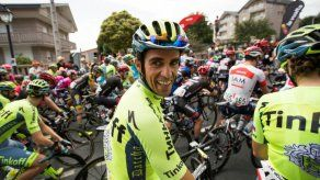 Contador toma la salida en la octava etapa de la Vuelta pese a su caída