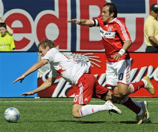 MLS: Fire 5, Red Bulls 1; gol de Blanco