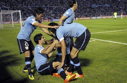 Mundial: Uruguay alza vuelo y hunde a Chile