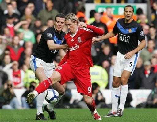 Gracias a Torres, Liverpool vence 2-0 al Man United