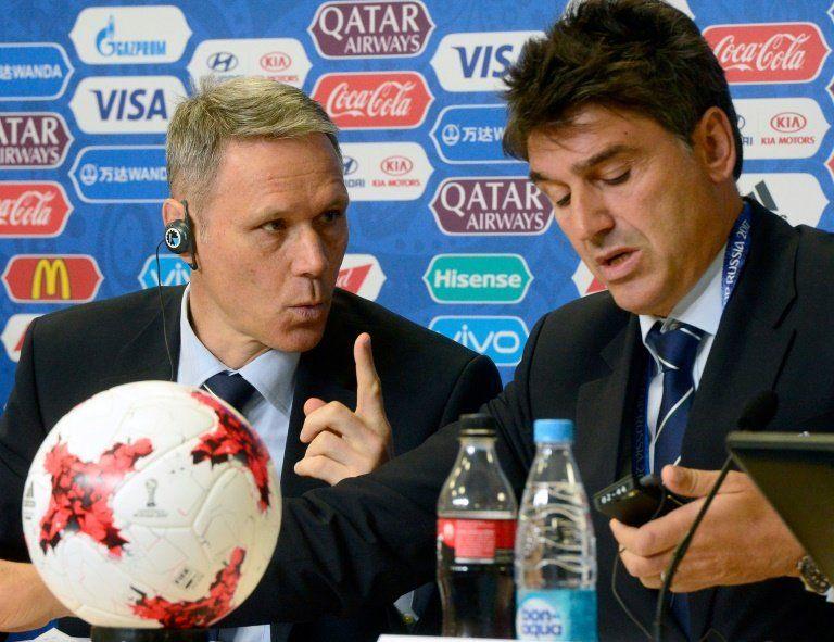 Marco van Basten deja su puesto en la FIFA