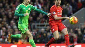 Sunderland despide a Johnson tras declararse culpable de acoso a una menor