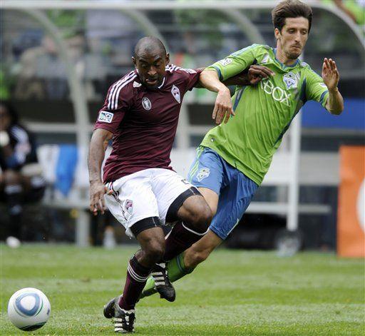 Montero guía a Seattle en victoria 4-3 sobre Colorado