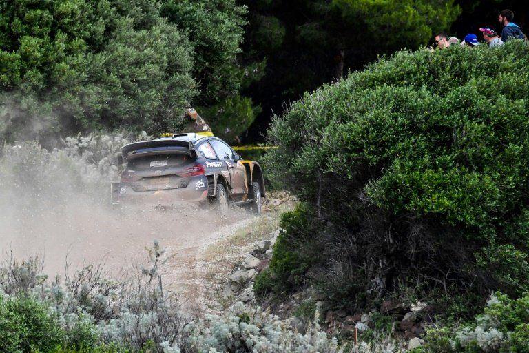 Ogier lidera el Rally de Cerdeña por delante de Neuville