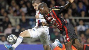 Lyon vence 1-0 a Niza en el fútbol de Francia