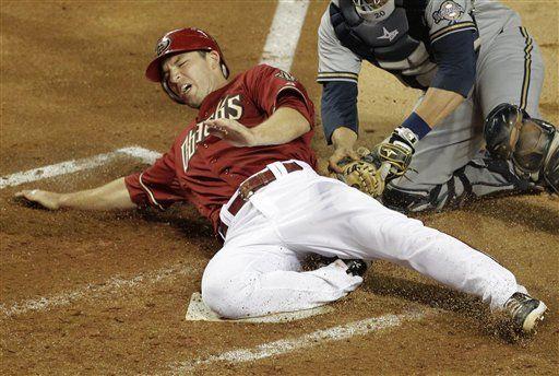 MLB:Cerveceros 5, Diamondbacks 2, 10 innings; Drew se fractura