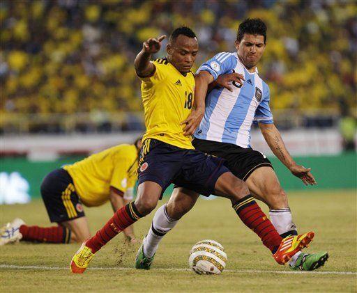 Mundial: Sancionado hincha que lanzó botella contra Agüero
